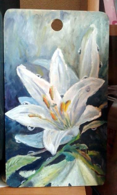 Белая лилия в росе
