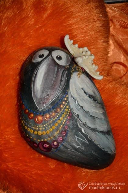 Ворона в украшениях