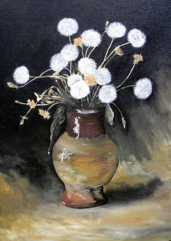 Одуванчики в глиняной вазе