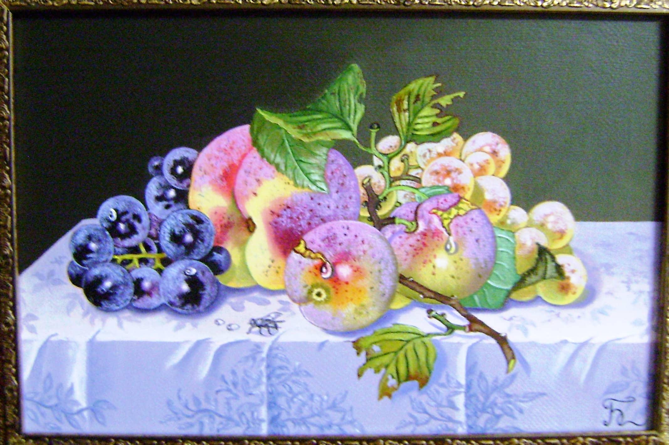 Натюрморт с персиком и виноградом.