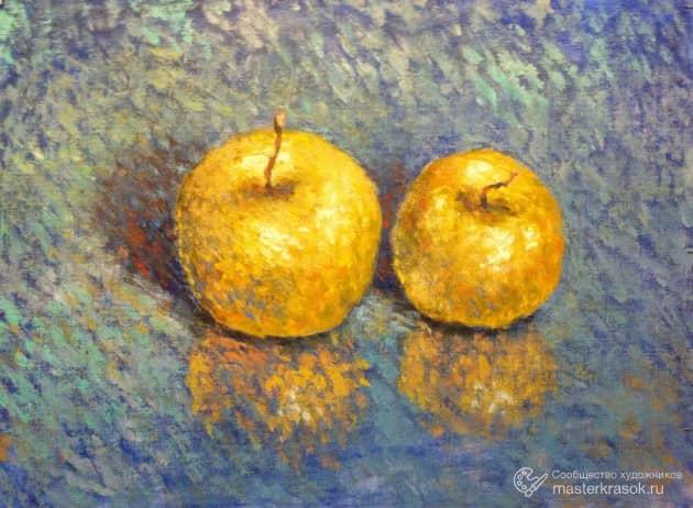 Яблоки на синем.
