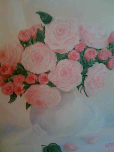 Розы в белой вазе