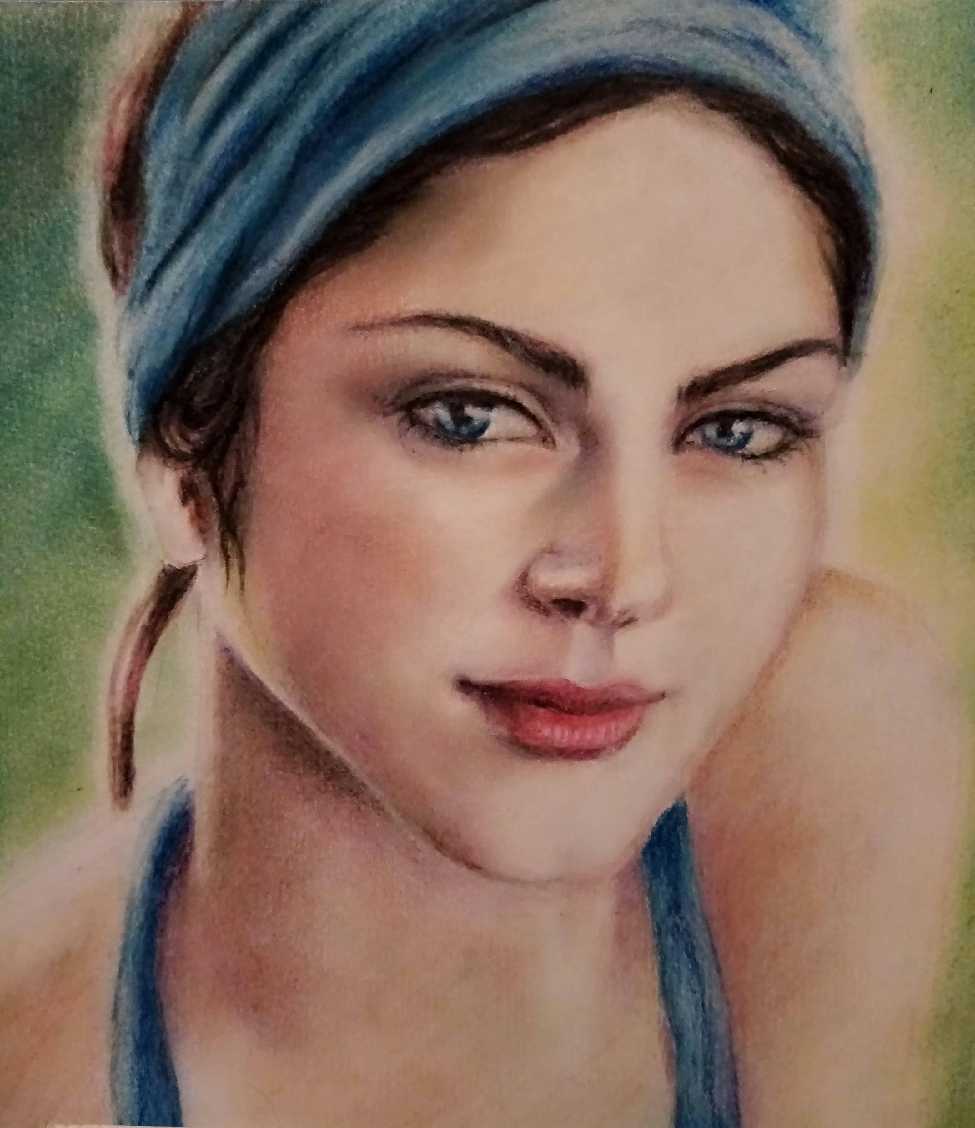 Девушка в голубом платке