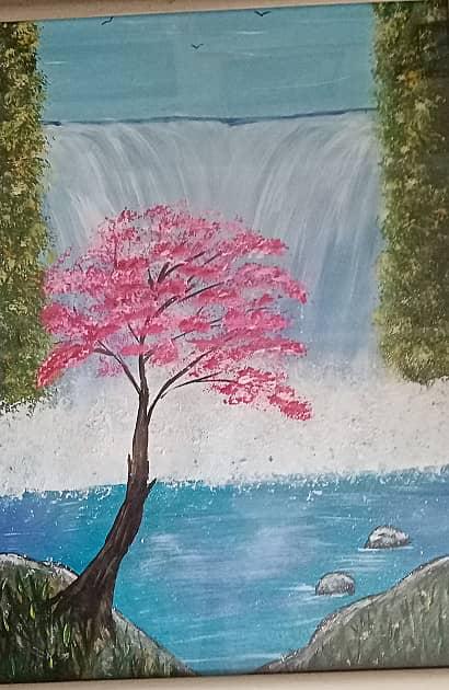 Цветущее дерево у водопада